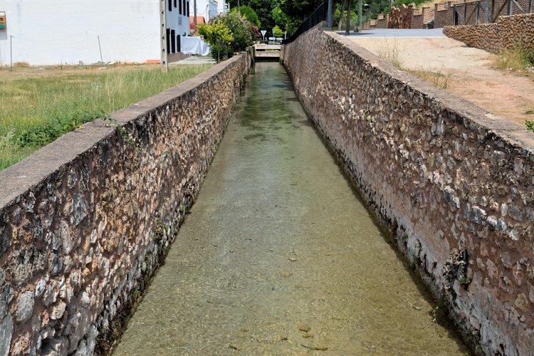 El canal de los molinos de Ruidera desde la Compuerta Real