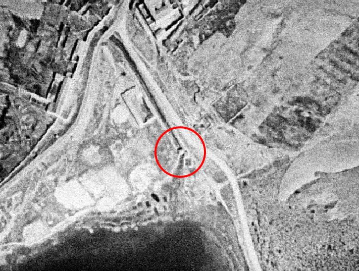 Imagen de la compuerta y canal de los molinos de Ruidera en el año 1956