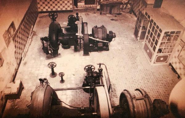 Sala de máquinas de la central hidroeléctrica de Ruipérez