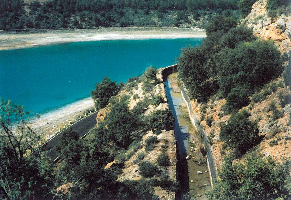 Canal de la central hidroeléctrica de Santa Elena, hacia 1990.
